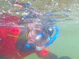 Snorkelen in het ijskoude water van Alaska